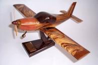 Zlin Z-142 model samolotu z drewna