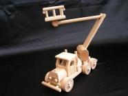 Samochód drewniany - dźwig, zabawka