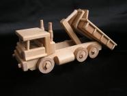 Zabawka ciężarówka, prezent