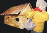 Drewniana konstrukcja - obudowa ze drewnianych klocków