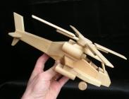 Drewniany helikopter Apache zabawka