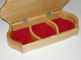 Drewniane pudełka z biżuterią