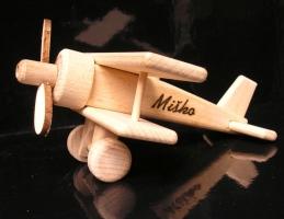 Mały samolocik dwupłatowy z drewna, zabawka