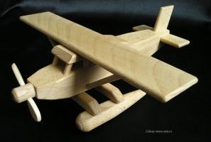 Wodnosamolot - drewniany z pływaki