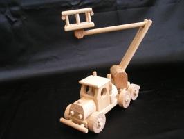 Samochód drewniany - dźwig