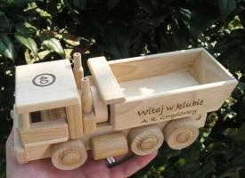 Ciężarówka zabawka drewniana