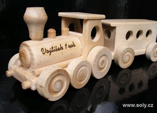 Drewniane pociągi zabawki