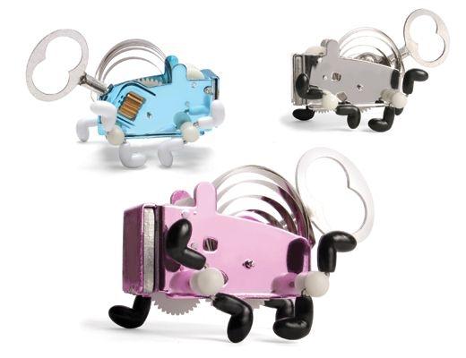 Divoký brouček Pea tančí a skáče. Mechanické dárky  pro děti, psy i pány.