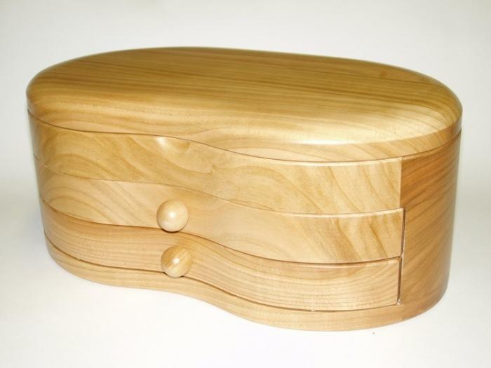 Skrzynka z drewna na biżuterię