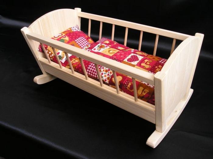 drewniane-kolyski-dla-lalek-zabawki-dla-dziewczynek