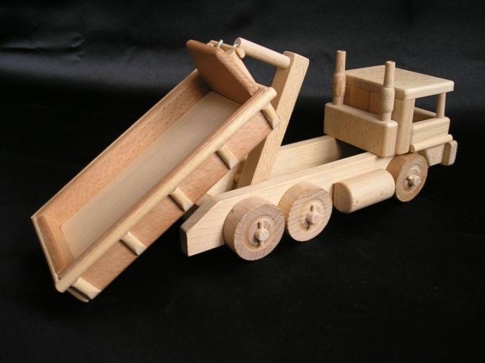 Dzieciece auta ciezarowe-zabawki