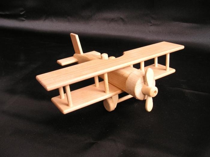 Dětské letadlo dvouplošník na hraní.