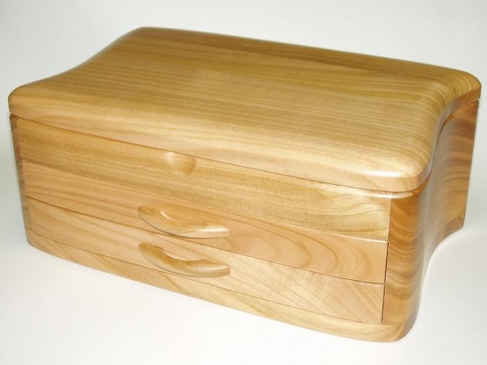 Skrzynki z drewna na biżuterię