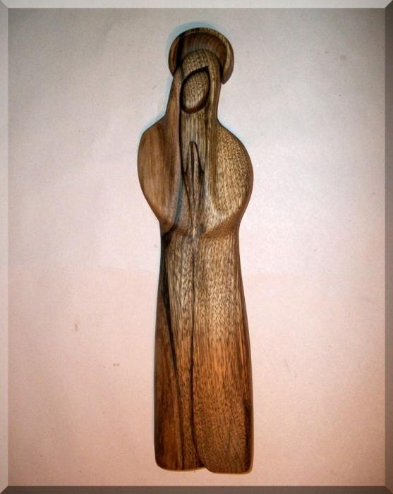 Najświętsza Maryja Panna z aureolą, drewniana rzeźba