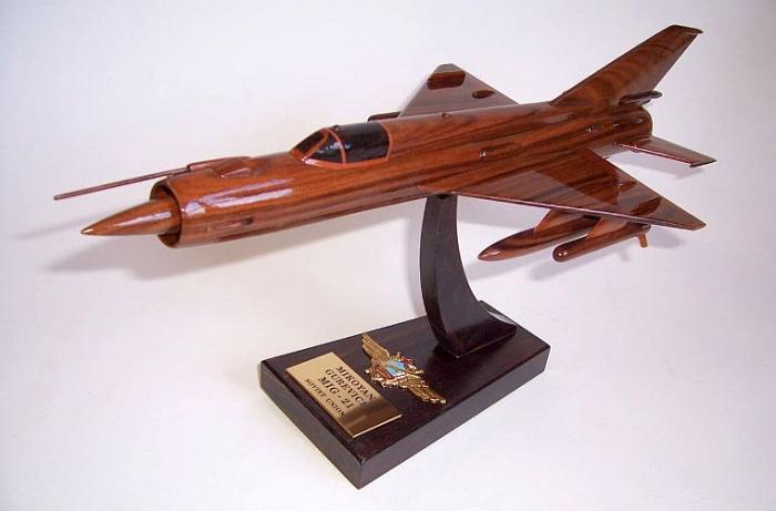 MiG-21 model z drewnia