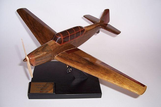 Drewniany model samolotu Zlín Z-26 Trenér