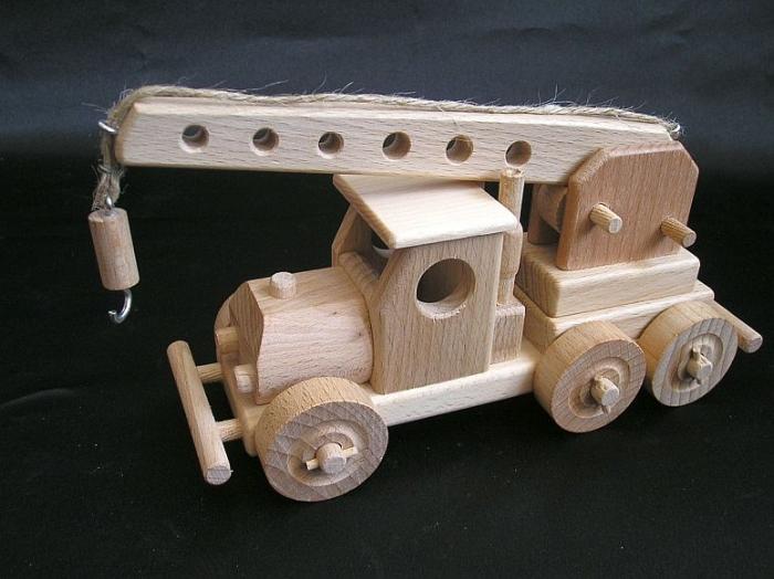 dzwig-zabawki-dla-chlopcow-z-drewna