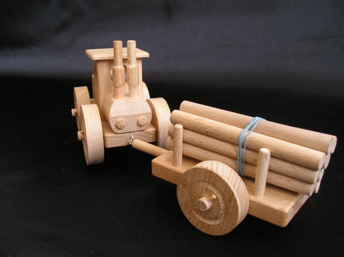 drewniany-traktorek-prezenty-i-zabawki-dla-dzieci