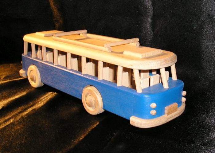Autobus dla dzieczi niebieski