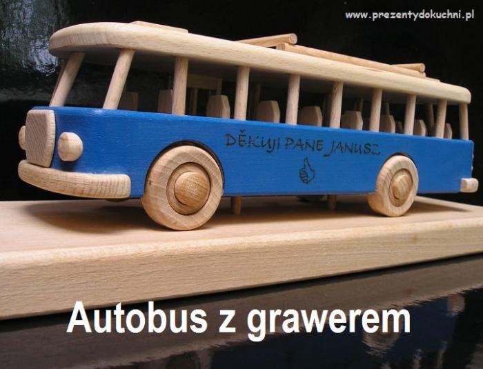 Autobus z grawerem laserowym