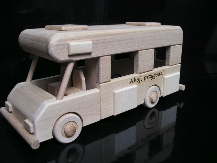 Samochód kempingowy, zabawki