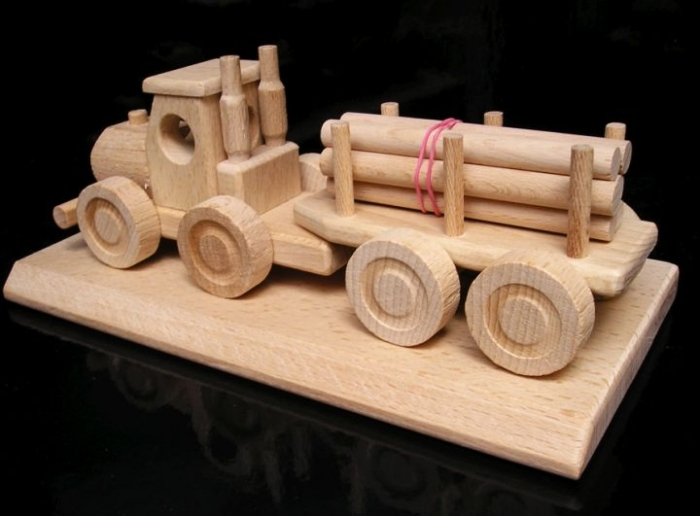 Ciężarówky do transportu drewna, prezent