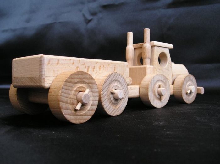 tir z przyczepa zabawka drewniana