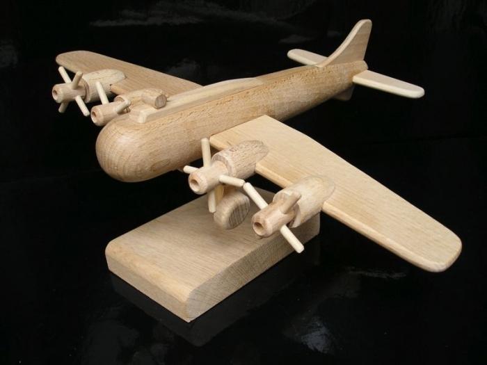 Prezent, samolot boeing, B17 urodziny