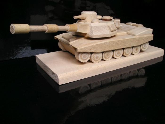 Prezent, wojskowy czołg, dar