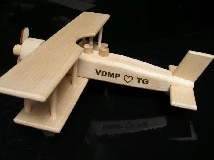 samolot zabawka dla dziecia