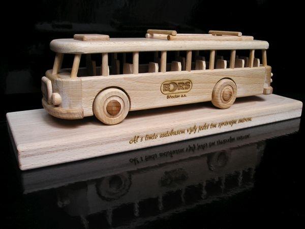 Autobus prezent kierowca
