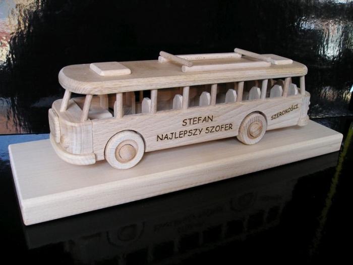 Zabawka autobus