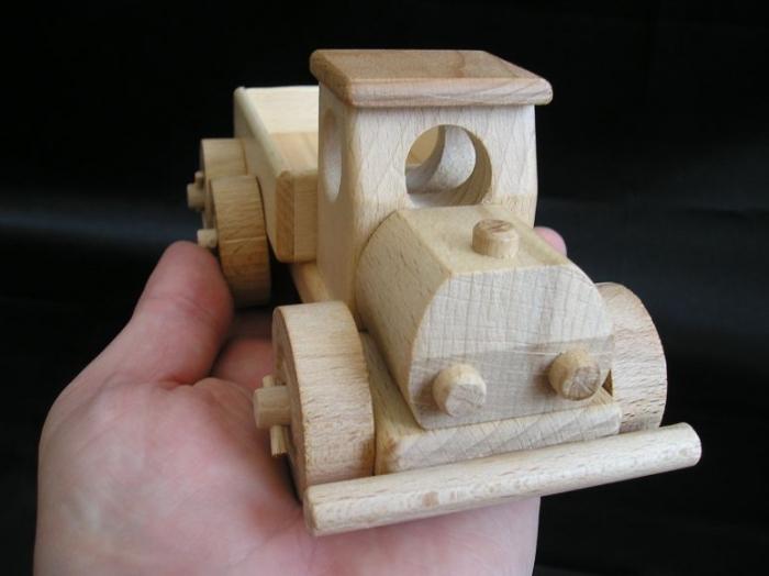 ciezarowka-z-bliska-samochody-zabawki-dla-chlopcow