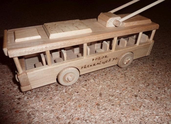 Trolejbus zabawka