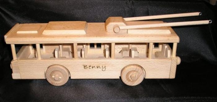 Trolejbus z drewnia