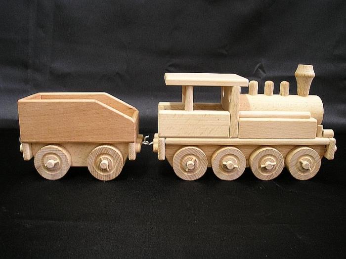 drewnaine-zabawki-z-torow-kolejowych-i-dworca
