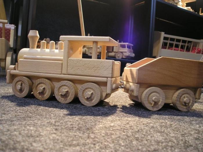 drewniane-parowozy-i-lokomotywy-do-zabawy-dla-chlopcow-i-dziewczat