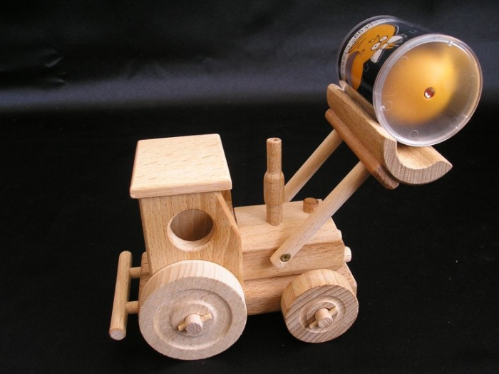 co-pod-choinke-traktory-samochodzik
