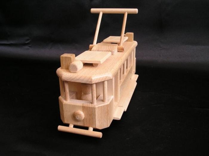 drewniany-tramwaj-dla-chlopcow