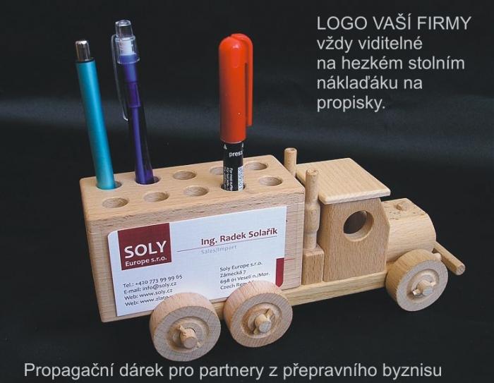 prezenty-propagacyjne-praktyczna-zabawka-dla-managerow-na-biurko-auto-ciezarowe-z-drewna