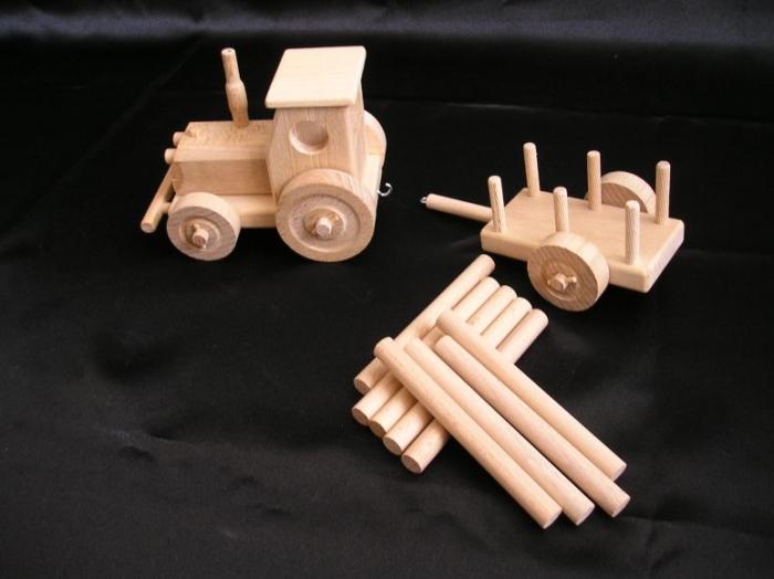 zabawki-dla-przedszkoli-drewniane-traktory
