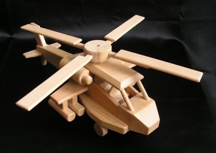 Drewniany-helikopter-dla-dzieci-apache