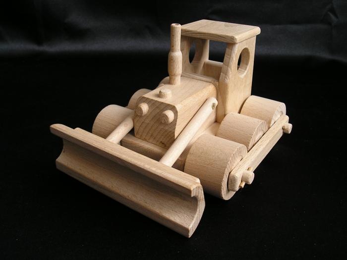 spychacze-zabawki-z-drewna
