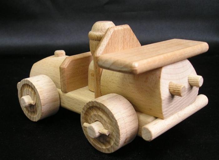 Samochod-z-drewna-zabawky-dla-dzieci