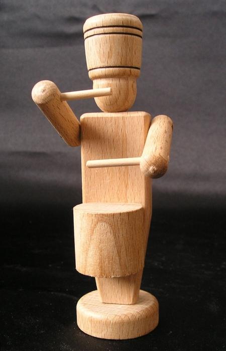 Żołnierz-perkusista-z-drewna-zabawka