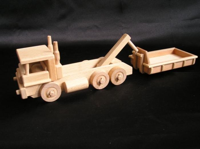 Ciężarówka TATRA i ładowarka z drewna