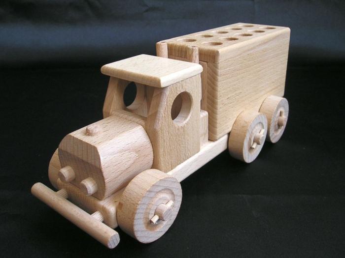Autko i ciężarówka (pen stand) z drewna