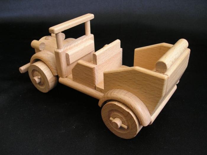 Samochód sportowy, weteran samochód z drewna