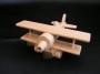 Żołnierze, armat i samolot z drewna