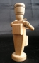 drewniana-zabawka-żołnierz-perkusista